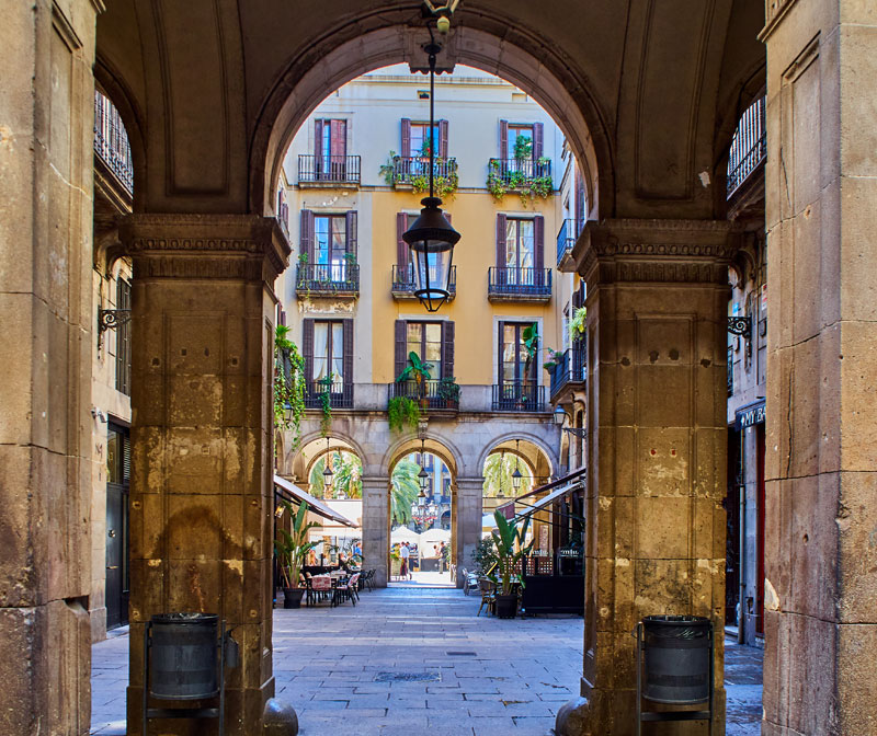 lennox-the-pub-barcelona-gothic-plaza-real