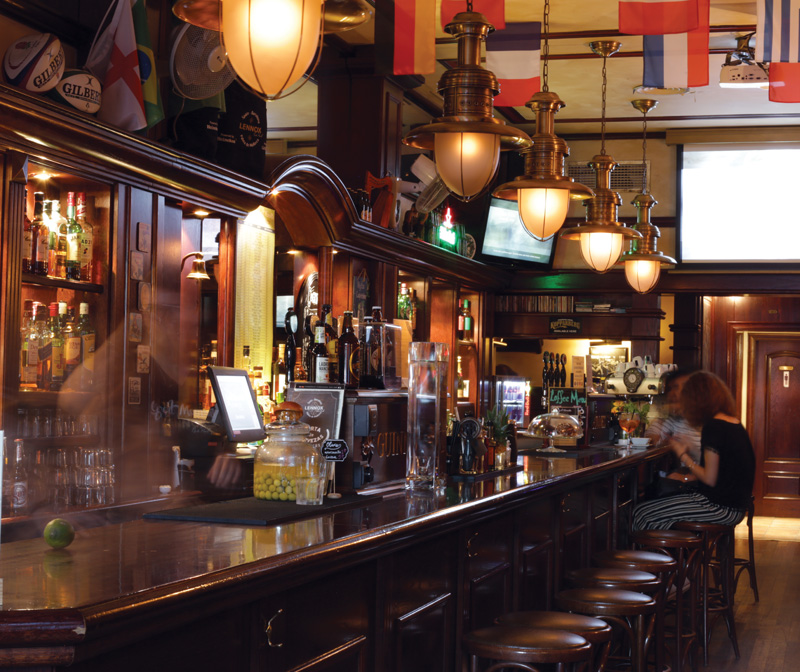 lennox-the-pub-barcelona-irish-guinness-sports-bar-pints-cocktail-snacks