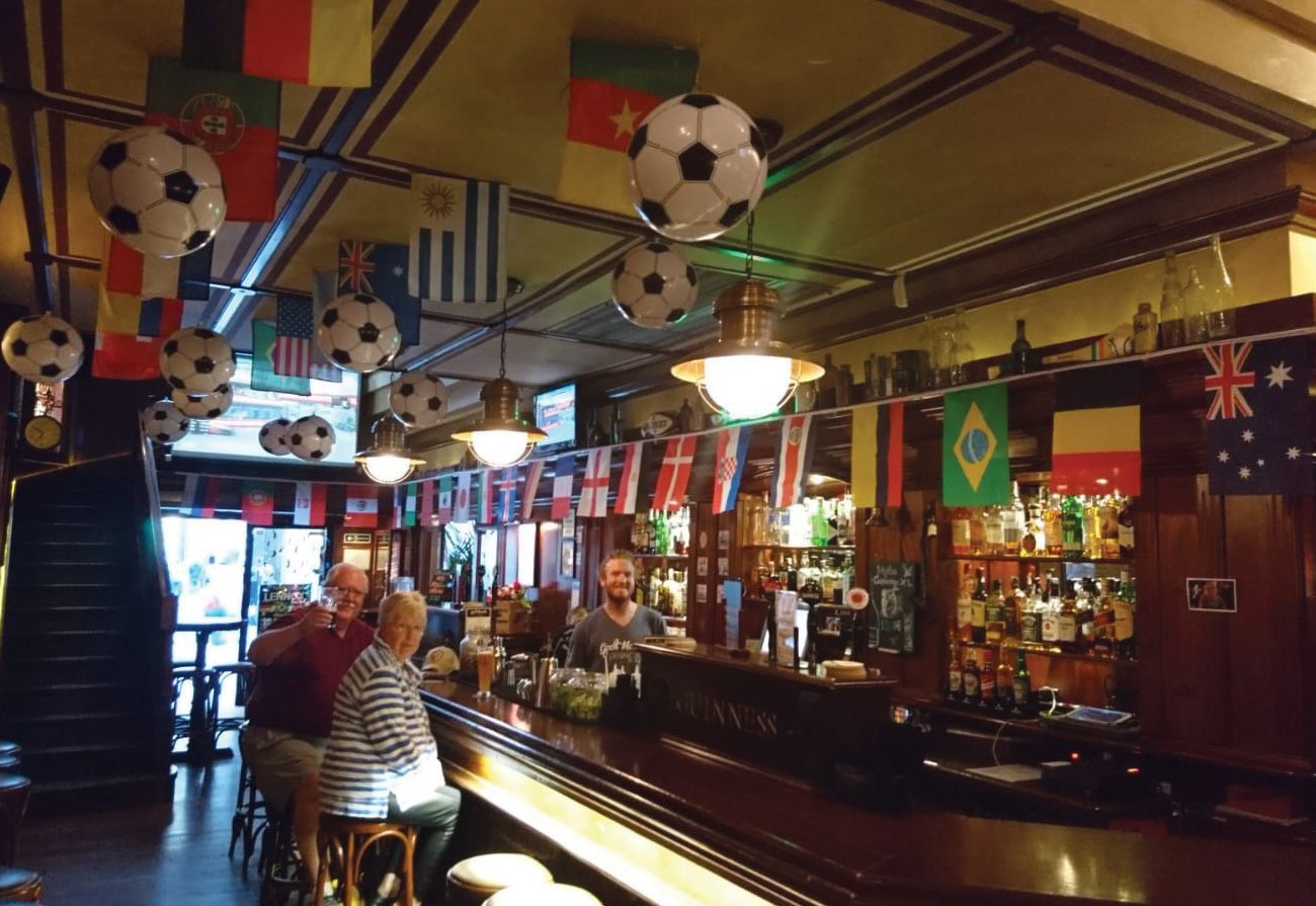 lennox-the-pub-barcelona-palma-de-mallorca-life-soccer-world-cup-snacks