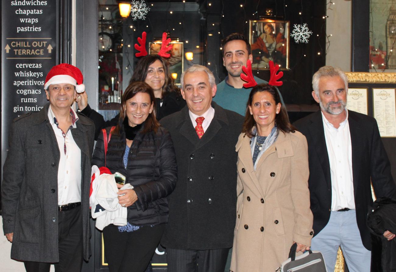 lennox-the-pub-barcelona-palma-spain-christmas-snacks-sports-bar-born-christmas