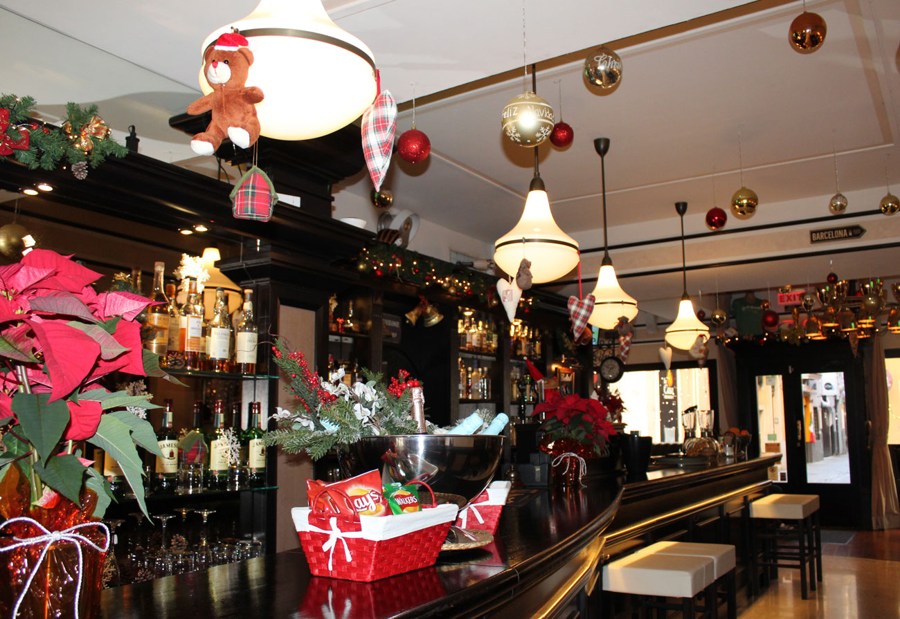 lennox-the-pub-barcelona-palma-spain-christmas-snacks-sports-bar-dinner