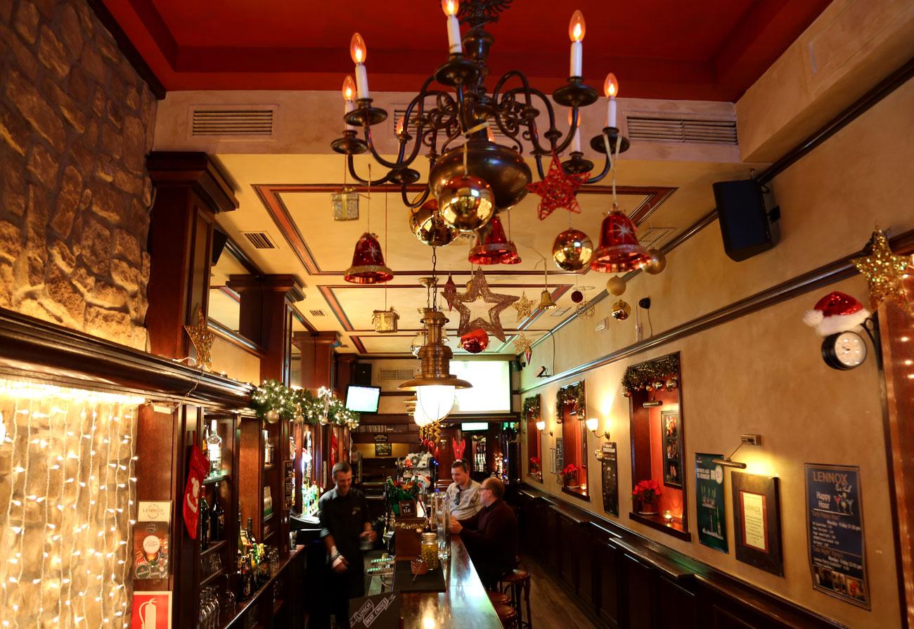 lennox-the-pub-barcelona-palma-spain-christmas-snacks-sports-born