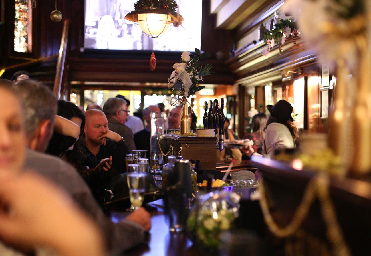 lennox-the-pub-barcelona-palma-de-mallorca-happy-hour-guinness-irish-centric-international-good-moments