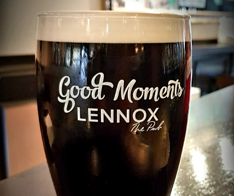 lennox-the-pub-barcelona-palma-de-mallorca-spain-brand-live-sports3-b