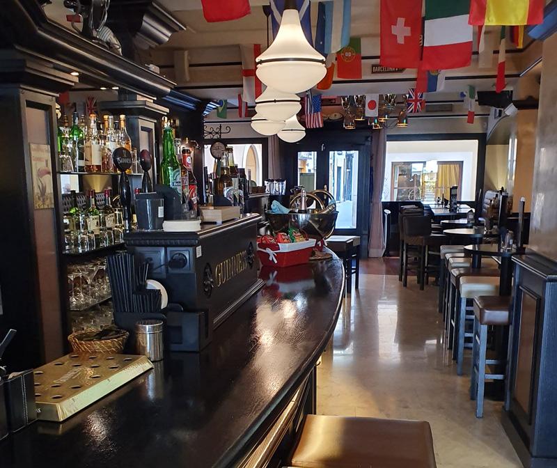 lennox-the-pub-palma-de-mallorca-barcelona-spain-lounge-lonja-centric-tapas-live-sports-guinness