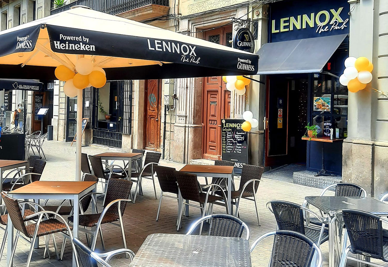 lennox the pub palma de mallorca barcelona live sports family and friends re-uniting